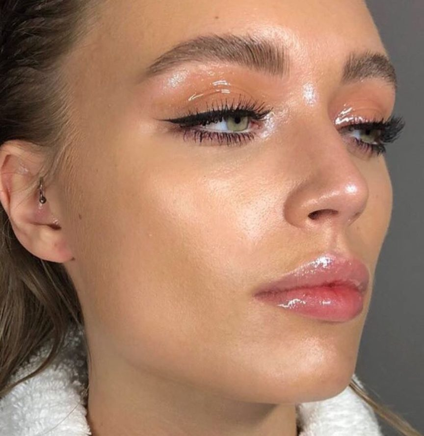 Curly Trending Glossy Makeup My